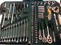 Набор инструментов в чемодане. Доставка
